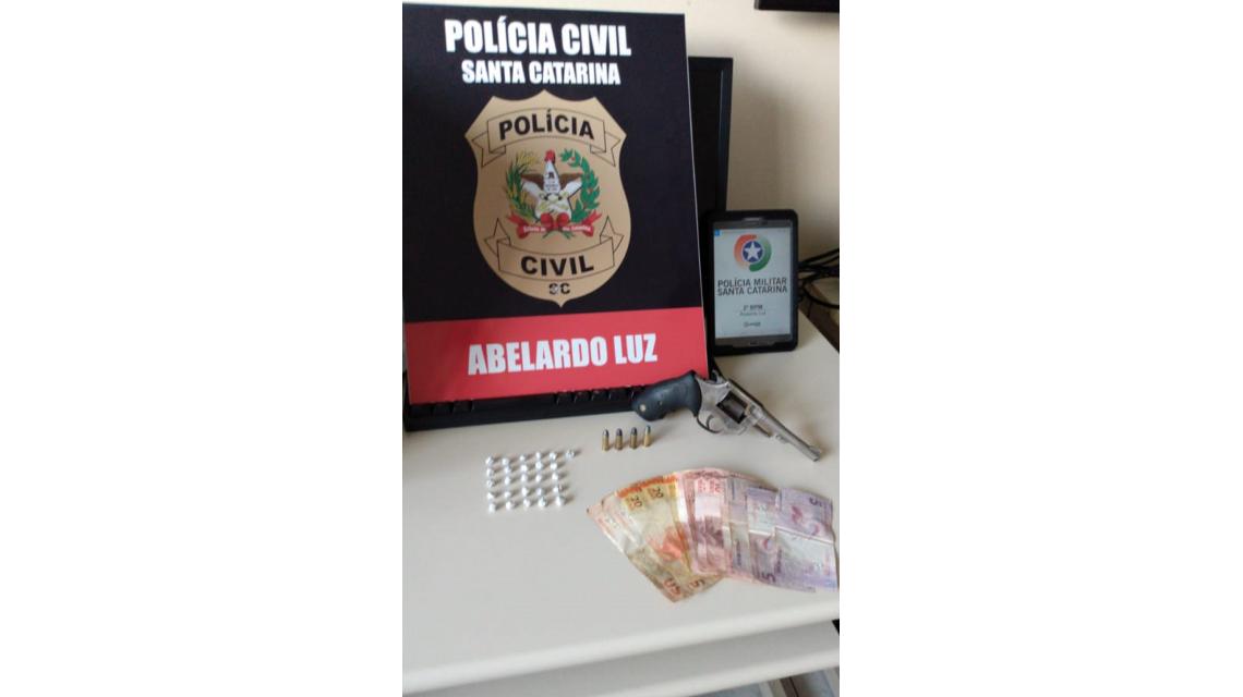 Polícia Civil de Abelardo Luz efetua prisões por tráfico e porte de arma