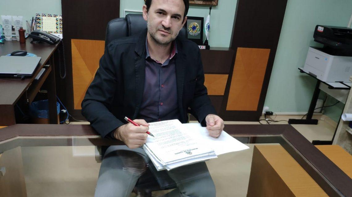 Prefeito de Candói protocola solicitação para implantação de redes de água e luz no Loteamento Bayer