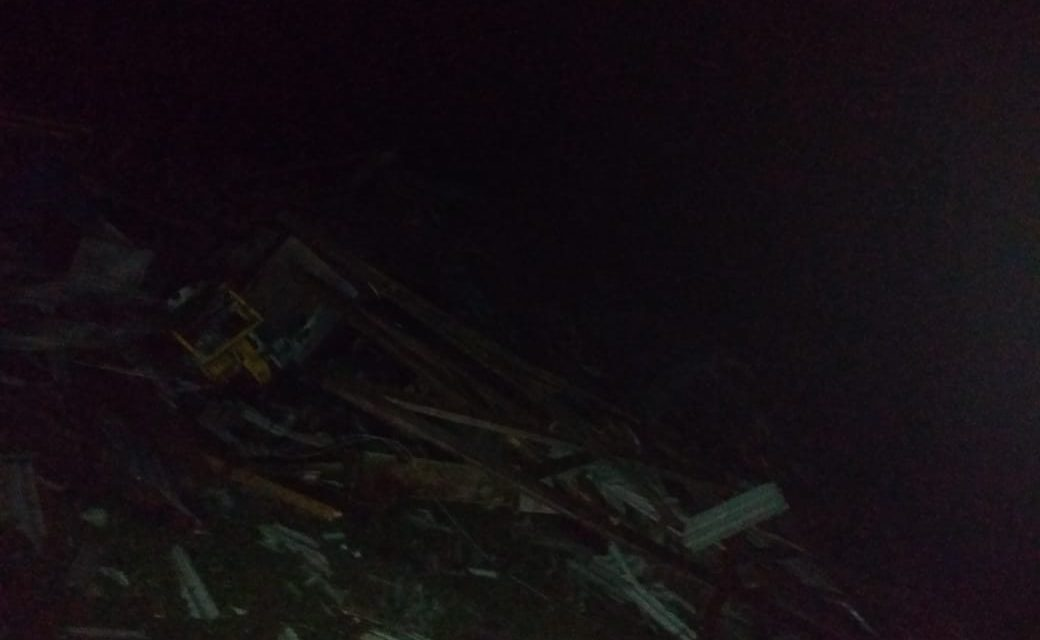 Vendaval derruba galpão e destelha casas no interior de Palmas