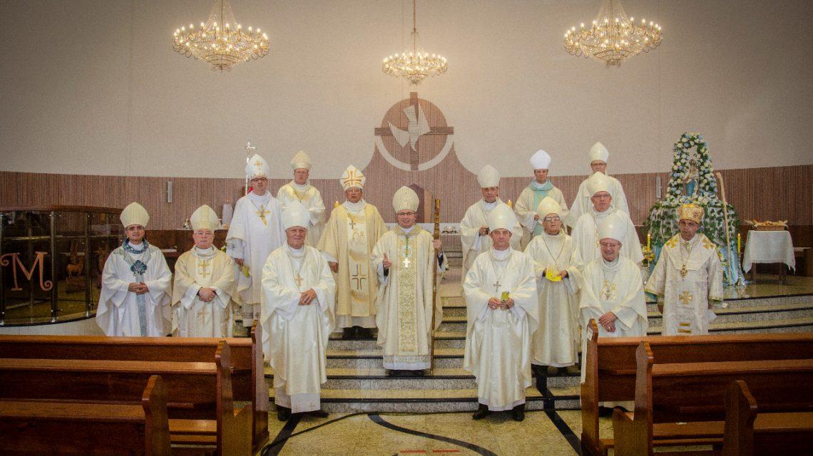 Dom Amilton Manoel toma posse como bispo da Diocese de Guarapuava