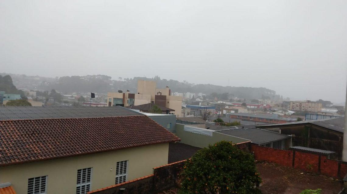Vendaval também afeta abastecimento de água em Palmas