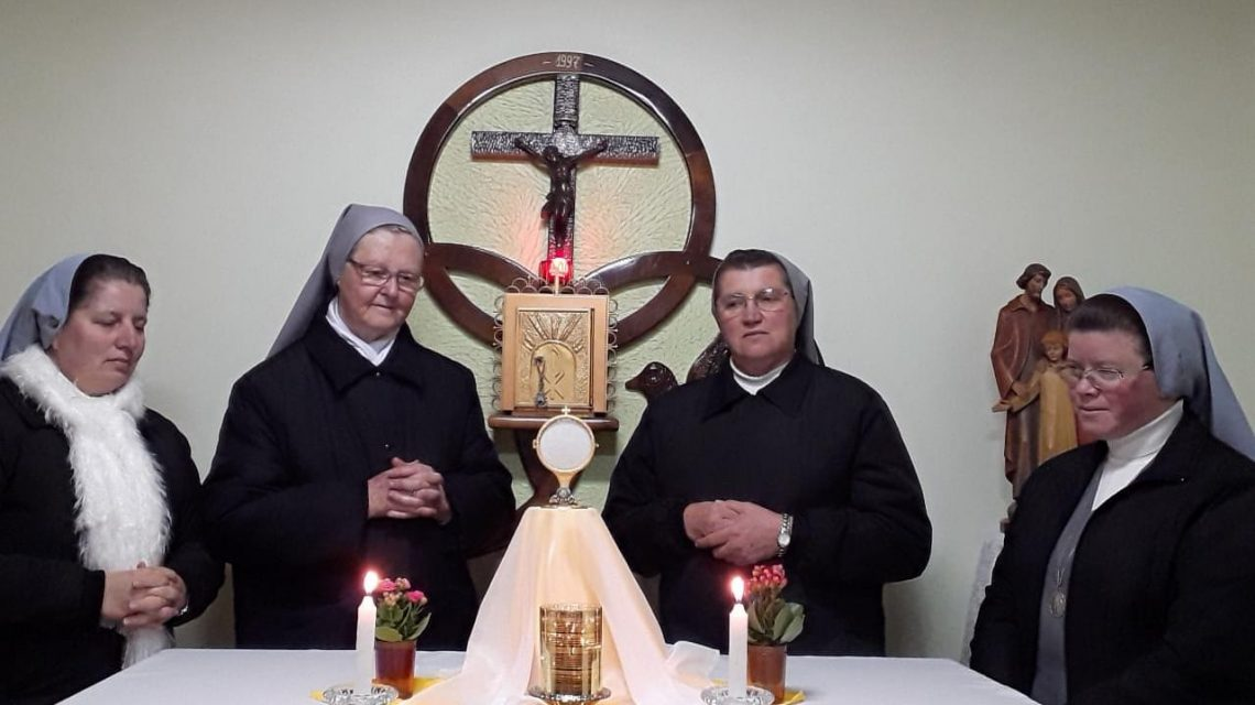 """Irmãs da EISPAL rezam o """"Terço da Gloriosa Ressurreição de Jesus"""""""