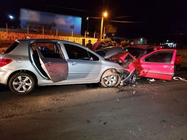 Colisão frontal deixa três pessoas feridas na PR-483, em Francisco Beltrão