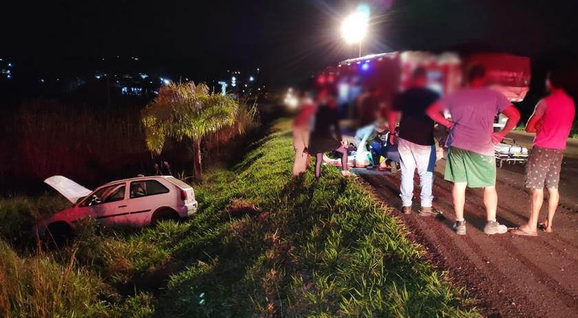 Condutor bate carro, foge e abandona passageira grávida com ferimentos