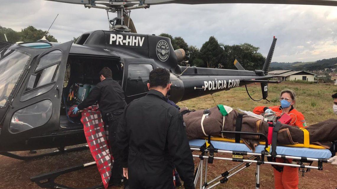 Jovem é socorrido de helicóptero após acidente em Passos Maia