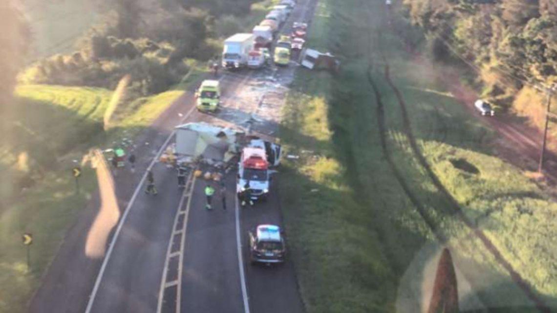 Caminhão de empresa de Chopinzinho se envolve em grave acidente na BR-277, em Céu Azul