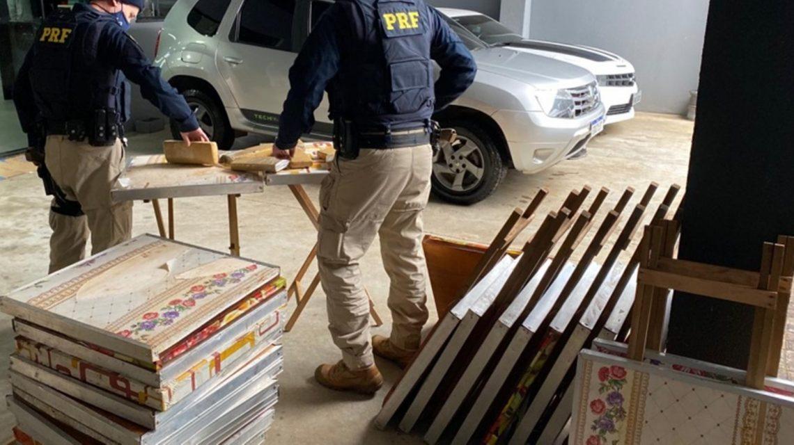 PRF apreende 206 quilos de maconha escondida dentro de mesas em Laranjeiras do Sul