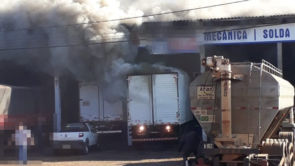 Caminhão fica totalmente destruído por causa do fogo em Dois Vizinhos
