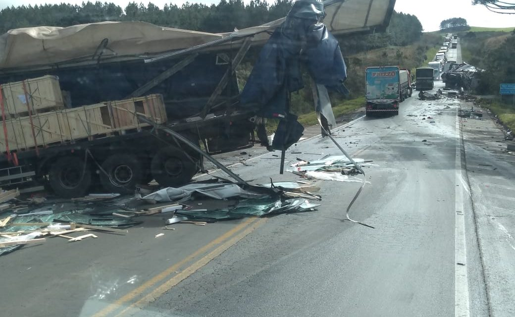 Caminhoneiro morre em acidente na BR-153, no Meio-Oeste de SC