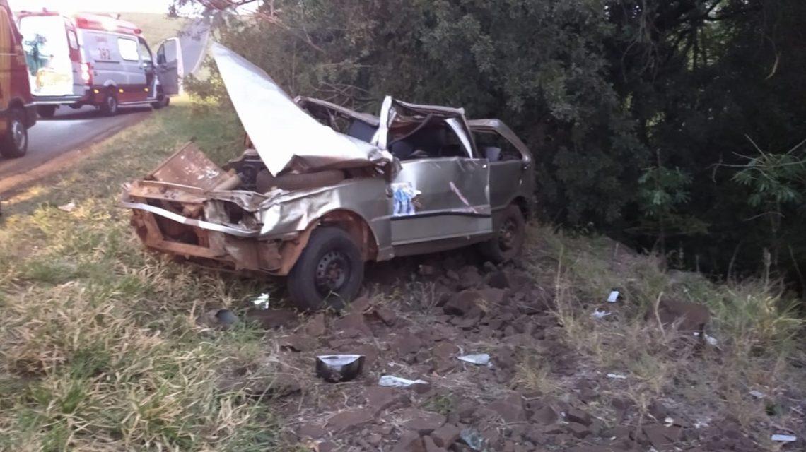 Capotamento deixa três feridos na PR-562, em Coronel Vivida