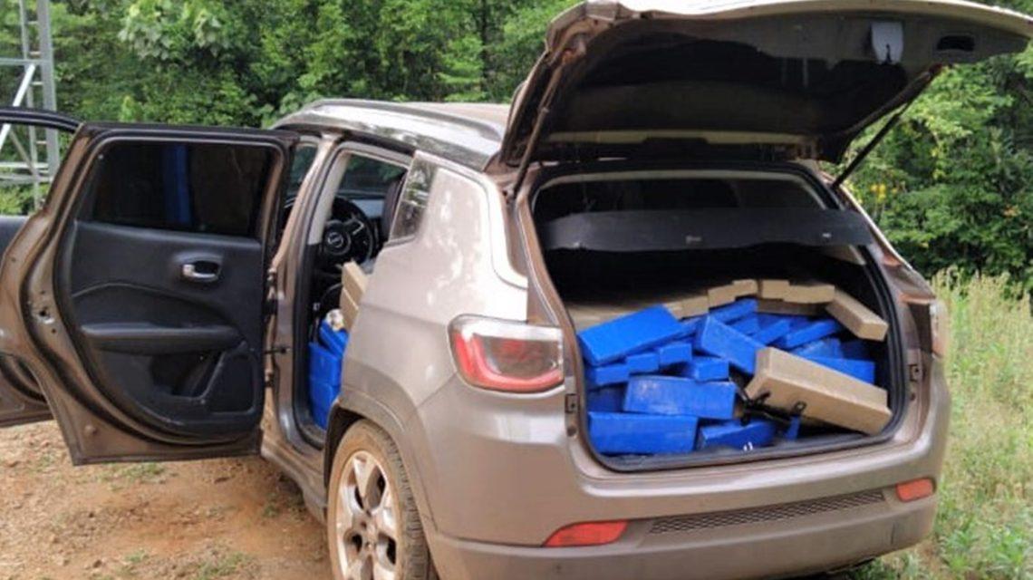 Polícia Militar apreende carro carregado com mais de meia tonelada de maconha em Realeza