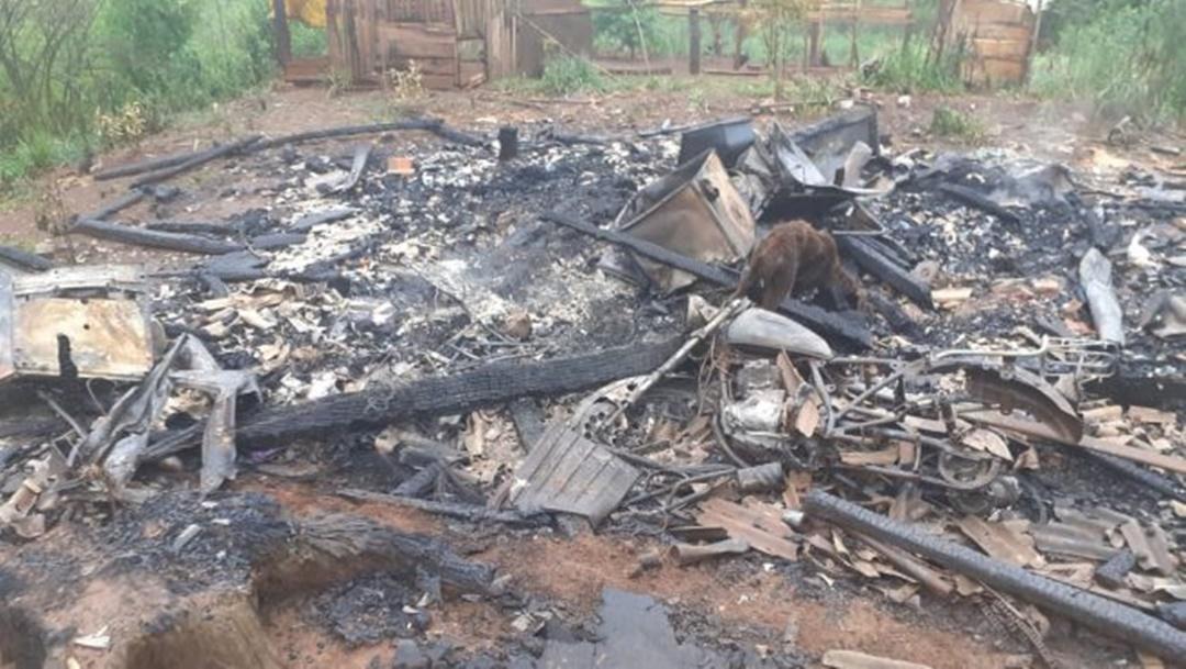 Raio provoca incêndio em residência em Bituruna