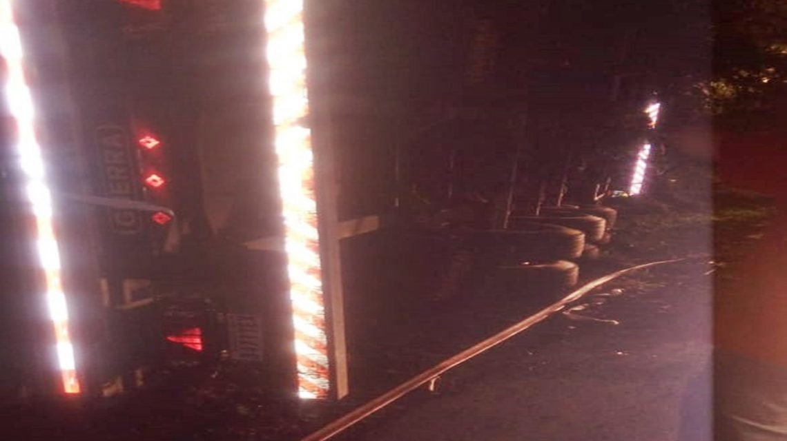 Tombamento de caminhão provoca morte de motorista na PR-281, em São Jorge D'Oeste