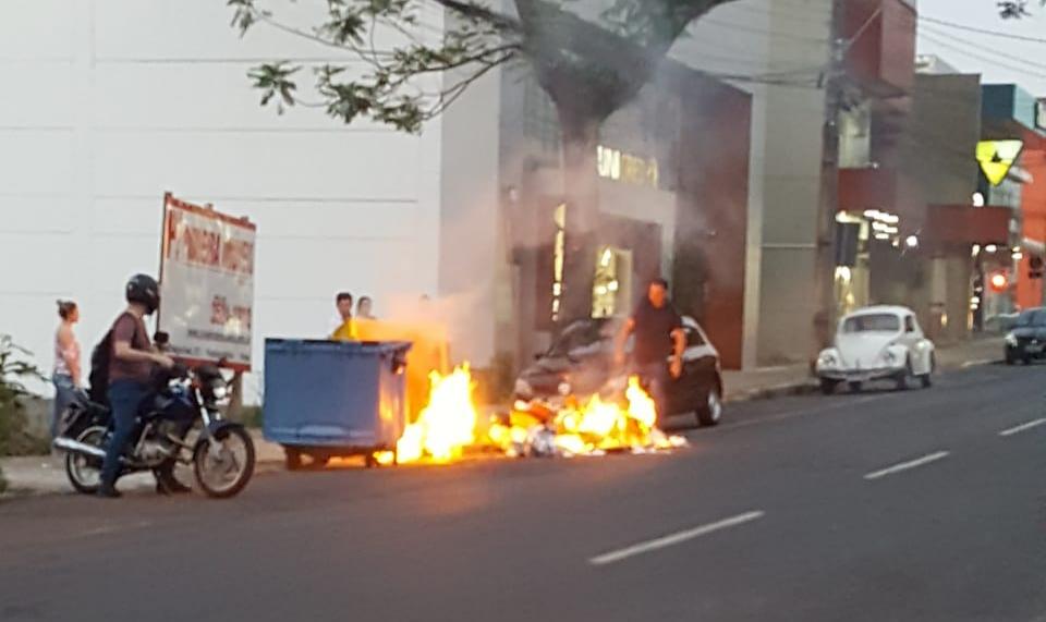Outras cinco lixeiras são queimadas em Francisco Beltrão