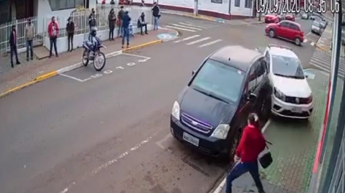 Pedestre passa por apuros em acidente no centro de Palmas