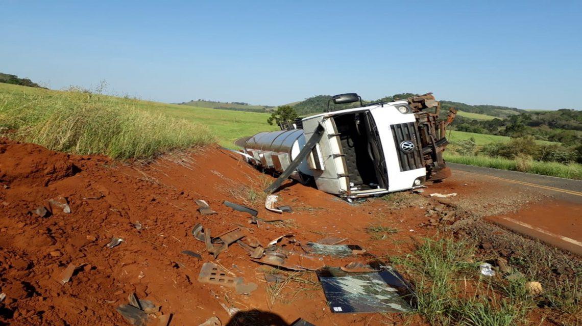 Caminhoneiro fica ferido em acidente no interior de Sulina