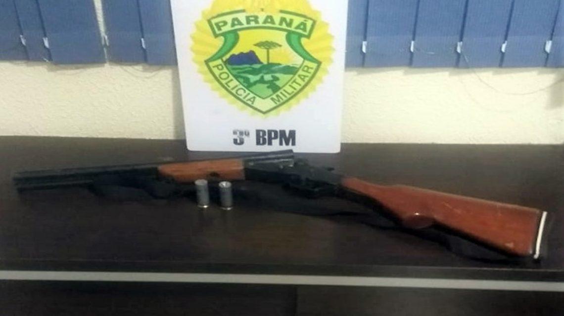 PM apreende armas de fogo, recupera veículos e objetos furtados em Pato Branco