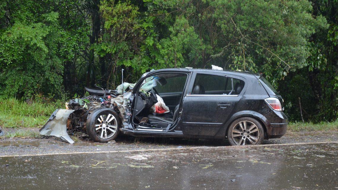 Motorista perde controle da direção e se envolve em acidente na PRC-280, em Palmas
