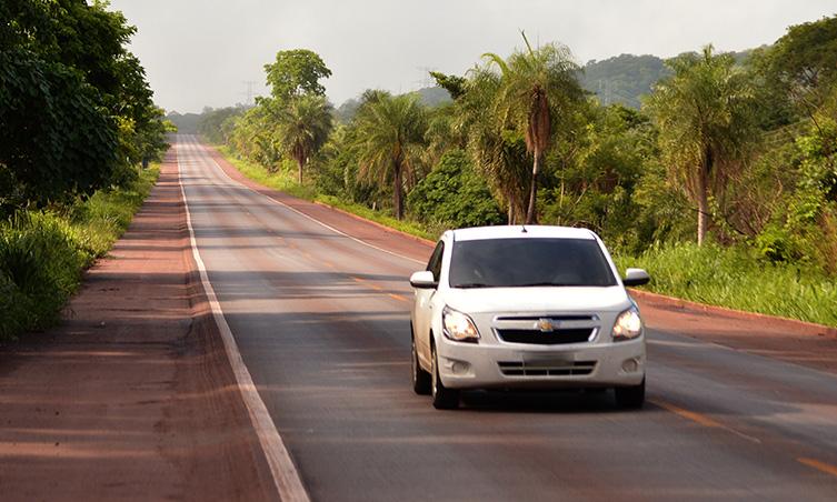 Farol apagado continuará rendendo multa nas rodovias