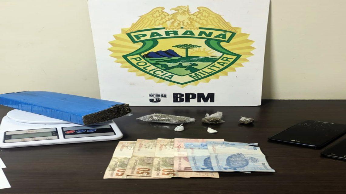 PM recupera moto furtada e prende trio por tráfico de drogas em Pato Branco