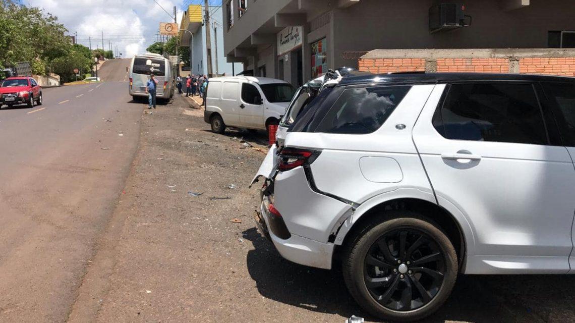 Acidente envolvendo quatro veículos é registrado no centro de Coronel Vivida