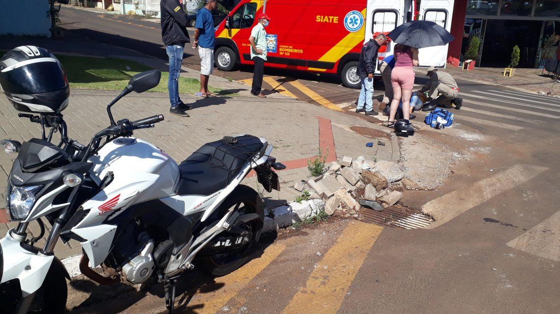 Mulher fica ferida após colisão entre duas motocicletas no Bairro São Miguel