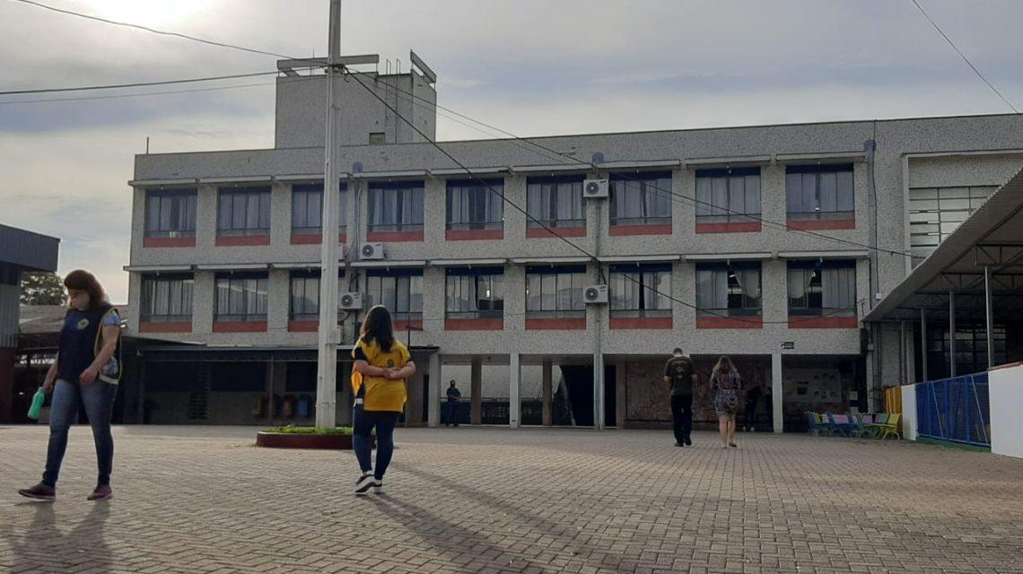 Eleitores votam cedo em Francisco Beltrão
