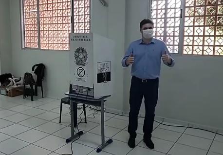 Candidato Cleber Fontana(PSDB) votou pela manhã em Francisco Beltrão