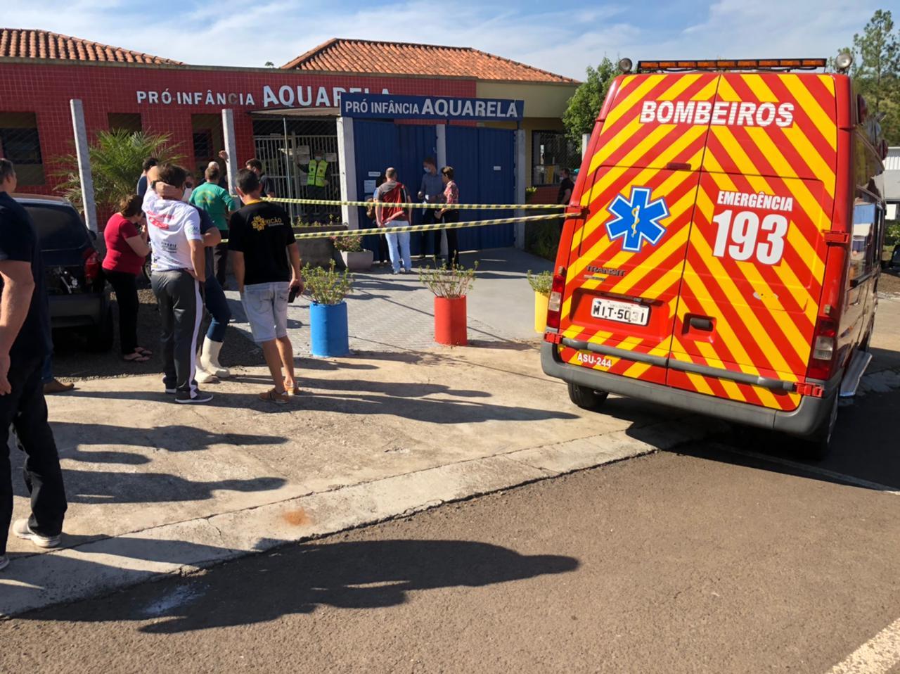 [Grupo RBJ de Comunicação] Homem invade creche e mata crianças e professores no oeste de Santa Catarina — Foto: Felipe Eduardo / Rádio Centro Oeste