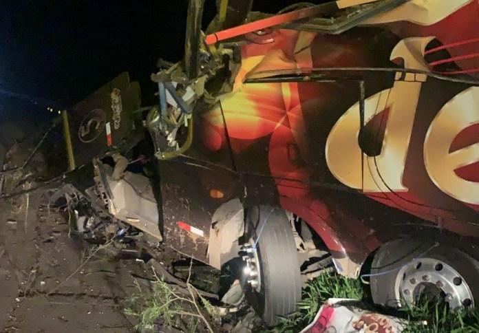 Airton Machado, vocalista da Banda Garotos de Ouro morre em acidente com  ônibus — Grupo RBJ de Comunicação